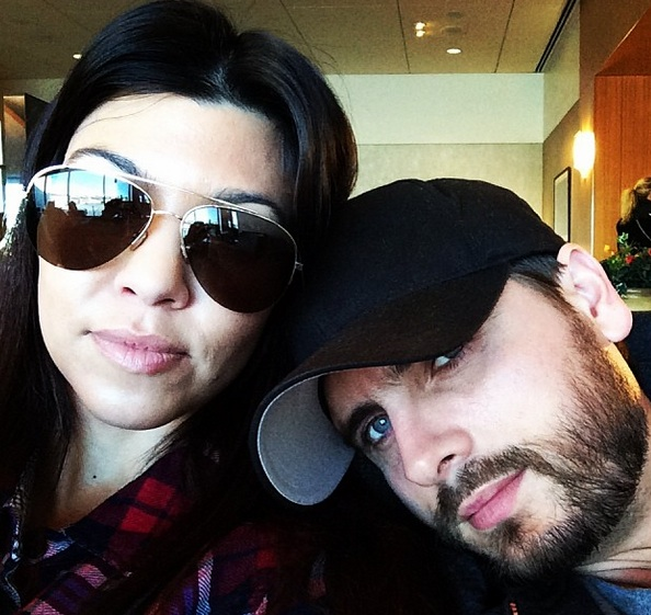 kourtney dash-scott disick airport selfie-the jasmine brand