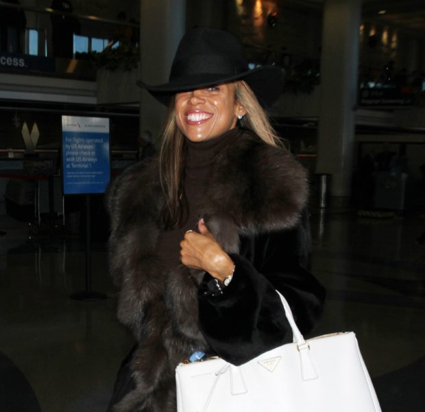 Stacey Dash Treks Thru LAX Smiling From Ear to Ear