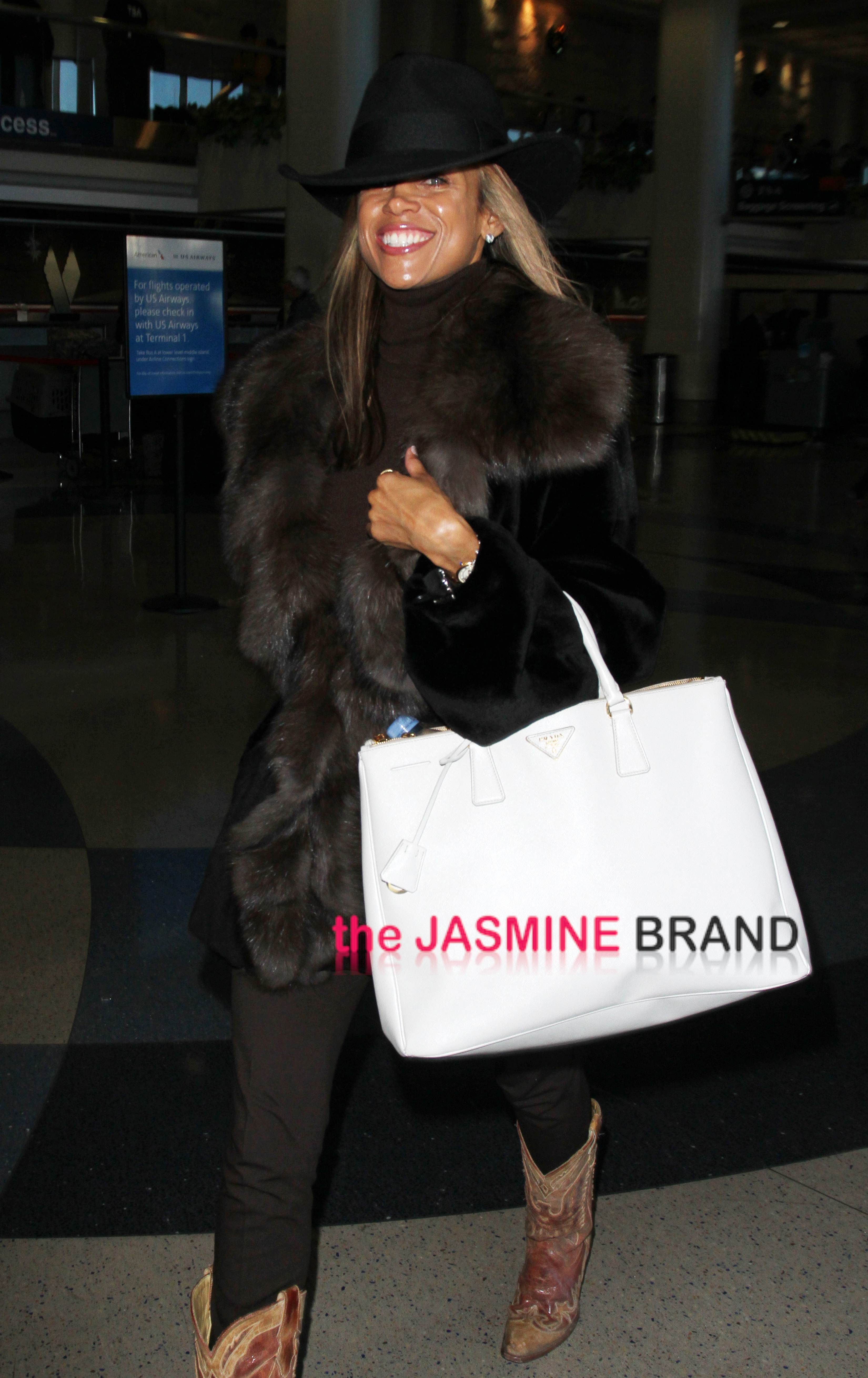 Stacey Dash traveling in style in a cowboy hat and boots at LAX