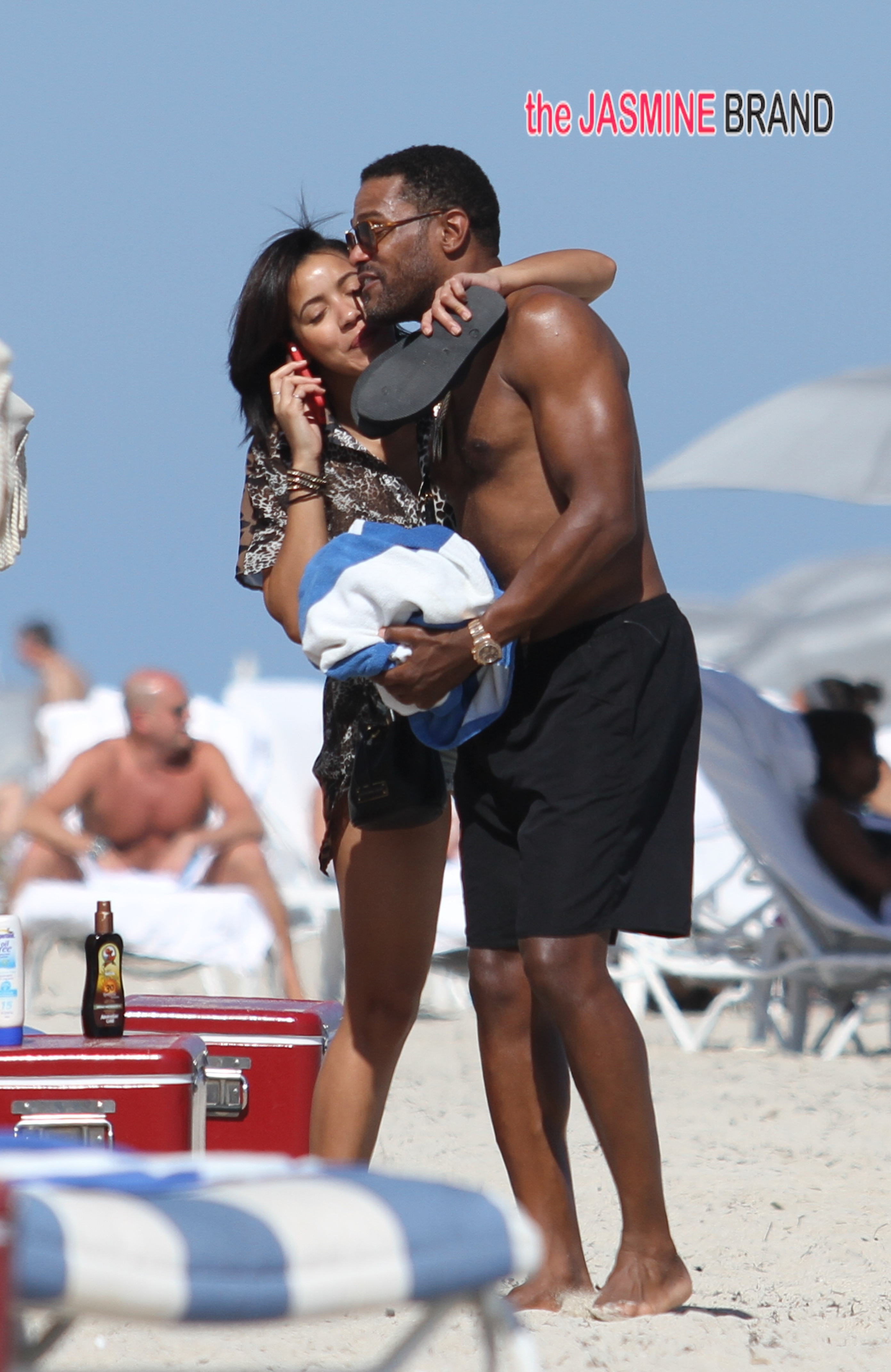 Singer Maxwell and his girlfriend, TV personality Julissa Bermudez, spend a day at the beach in Miami