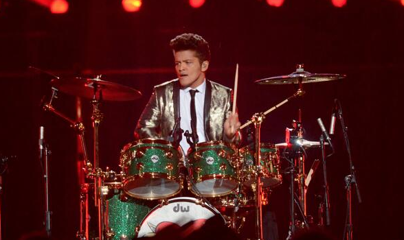 [WATCH] Bruno Mars, Red Hot Chili Peppers Perform At Super Bowl 2014