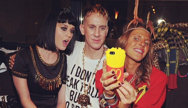 [VIDEO] Katy Perry Booed At Milan Fashion Week, Rebounds With Lip Locking Session With Miley Cyrus