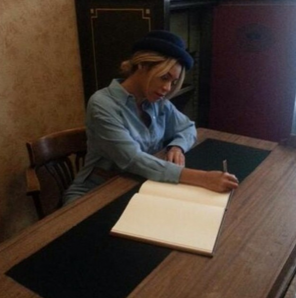 Beyonce-Visits Anne Frank Museum-3-The Jasmine Brand
