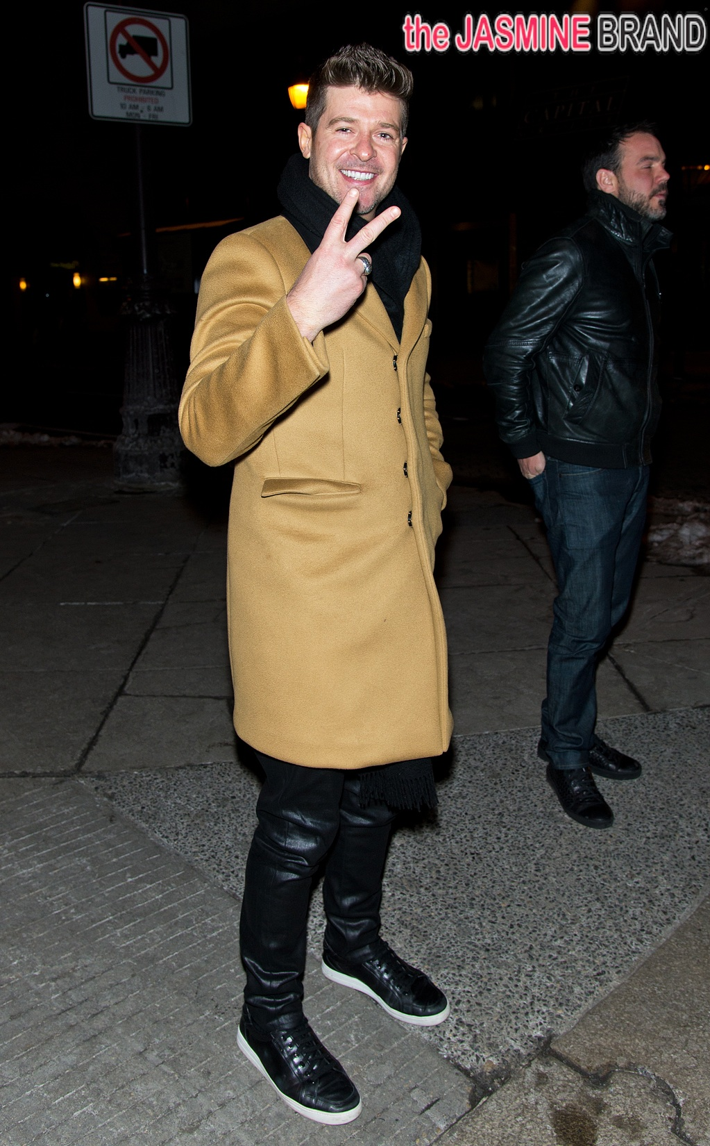 Robin Thicke takes a stroll on Broad Street in Philadelphia after having dinner at The Capital Grille restaurant