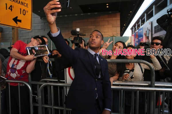 AHH2_Marlon Wayans Takes Selfie with Fans