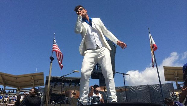 [VIDEO] Robin Thicke Brings 'Blurred Lines' & 'Give It To Ya' to Dodgers Stadium