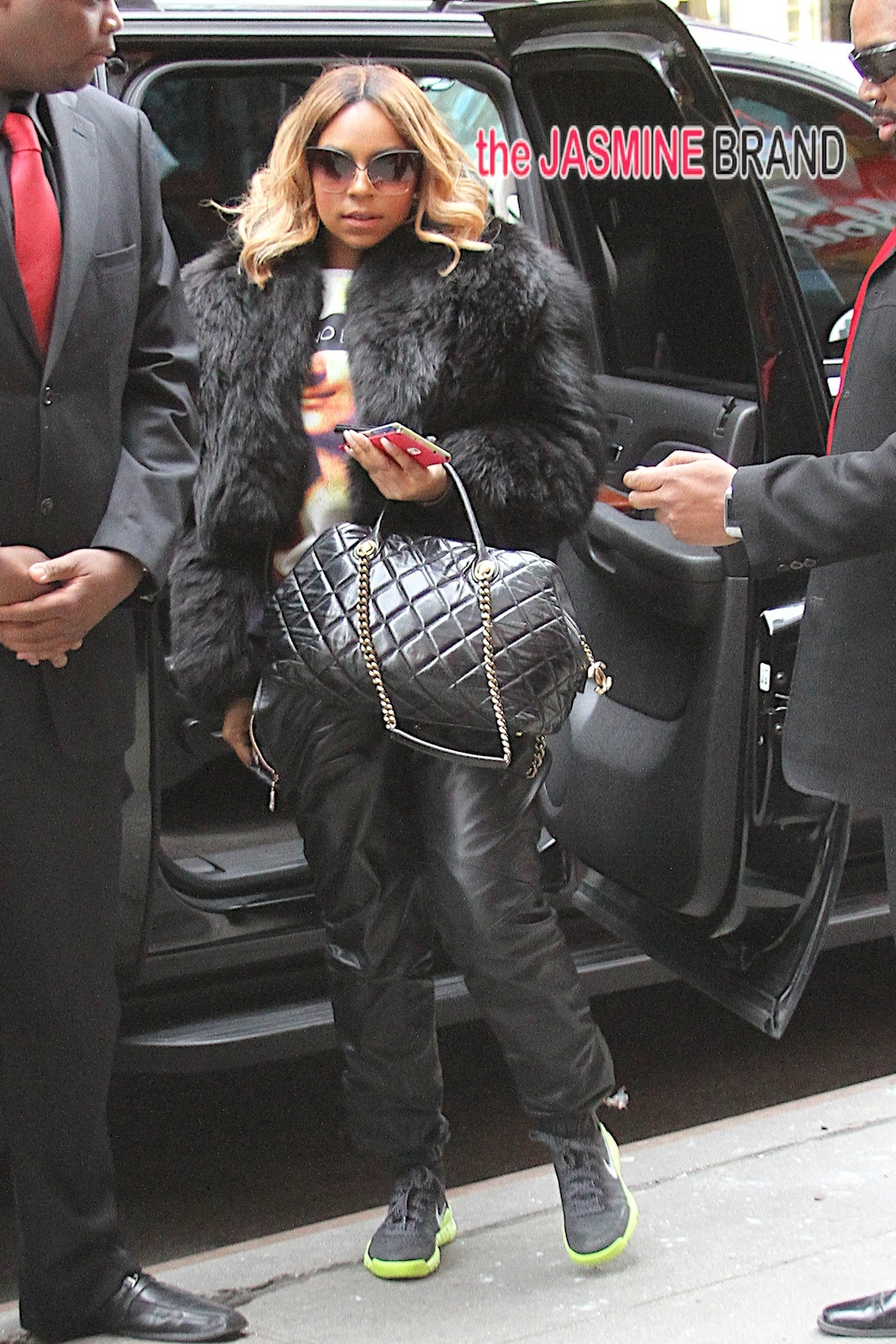 Ashanti was seen arriving at BB King in Time Square this afternoon where she will be performing