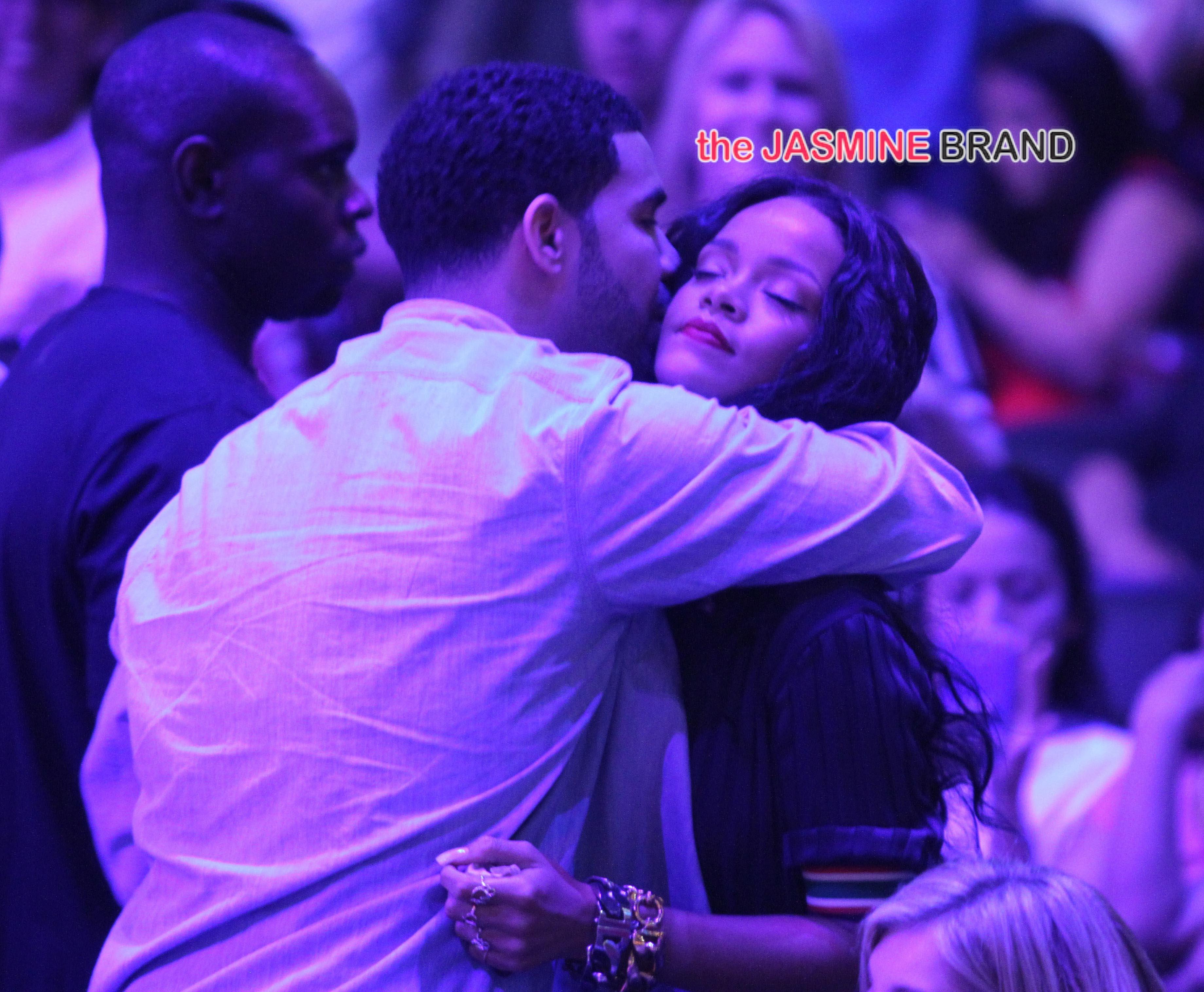 HAPPY FM : Rihanna, de son vrai nom Robyn Rihanna Fenty, née le à Saint Mi.