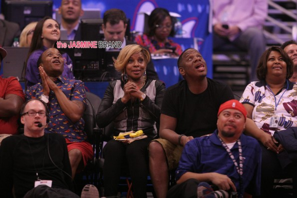 Mary J. Blige at the Clippers game