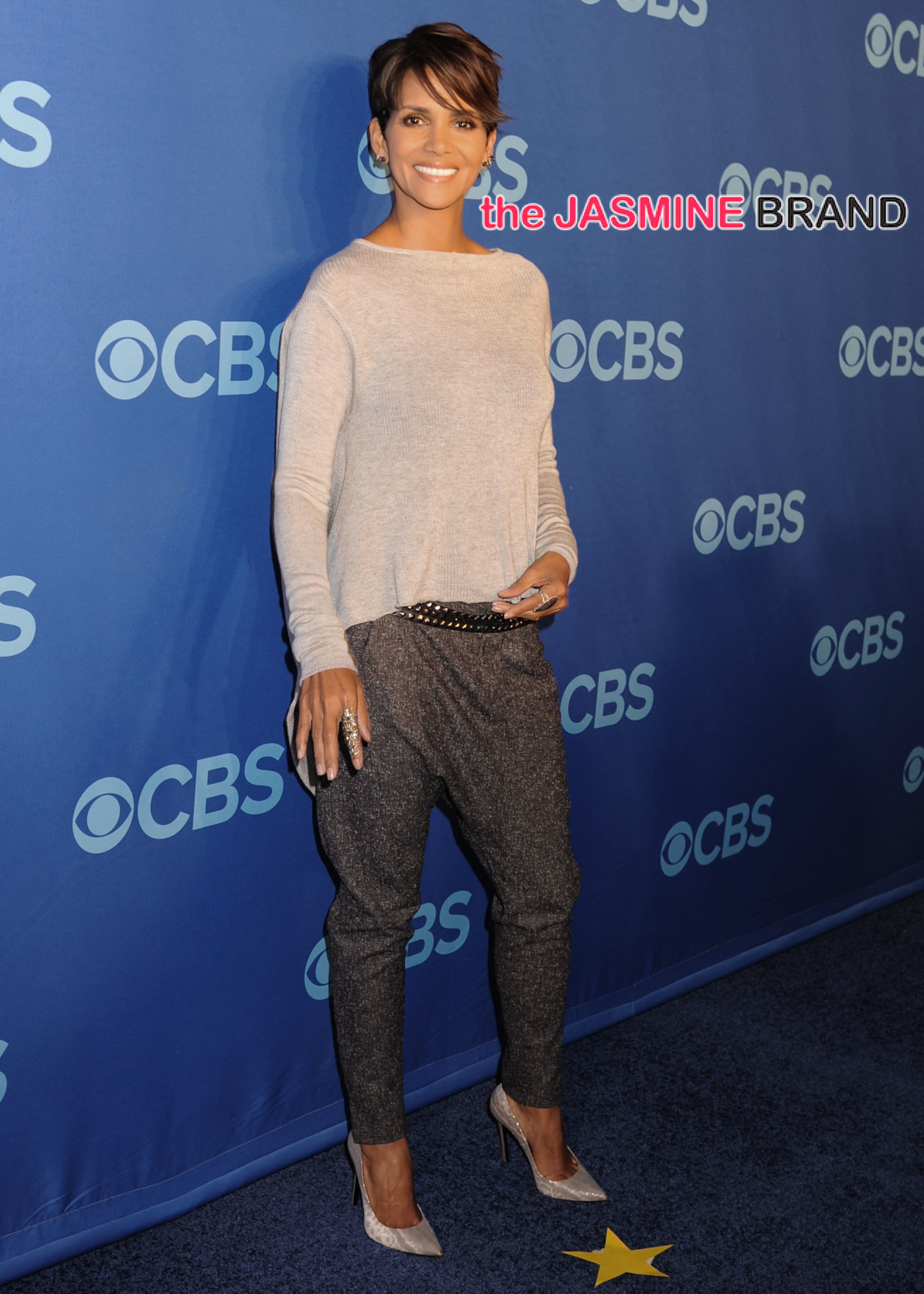 Halle Berry Wows in First Red Carpet Appearance Since Giving Birth to ...