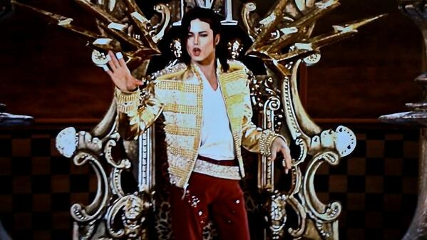 [VIDEO] Michael Jackson's Billboard Awards Hologram Garners Tears & Mixed Reviews