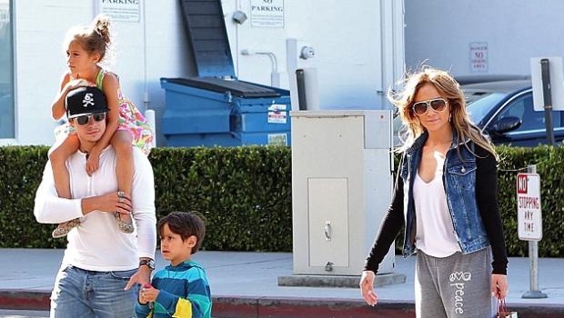 Ear Hustlin': J.Lo & Boyfriend Casper Smart Break-Up
