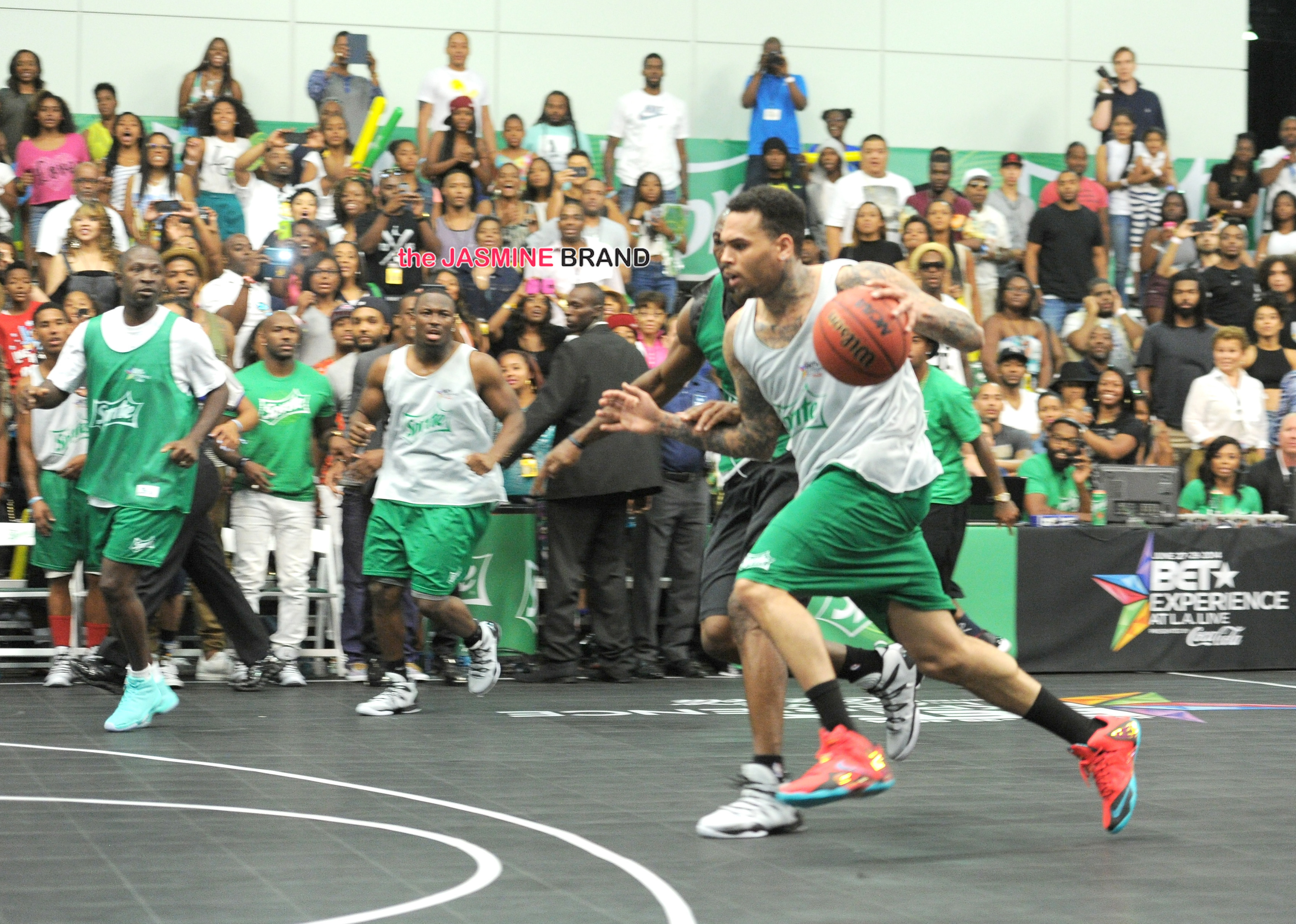 Brehs brawling at a celeb bball game | Sports, Hip Hop ...