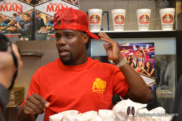 [Photos] Kevin Hart Serves Memphis Fans Jokes & Free Food During 'Think Like A Man Too' Promo