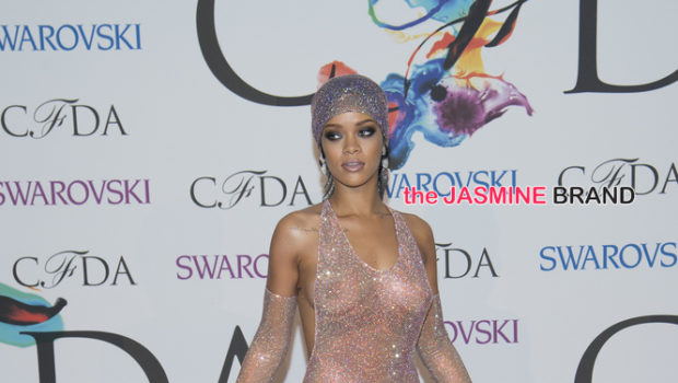 [Stop & Stare] Rihanna's Jaw-Dropping 'CFDA' Gown, Singer Labeled 'Fashion Icon'