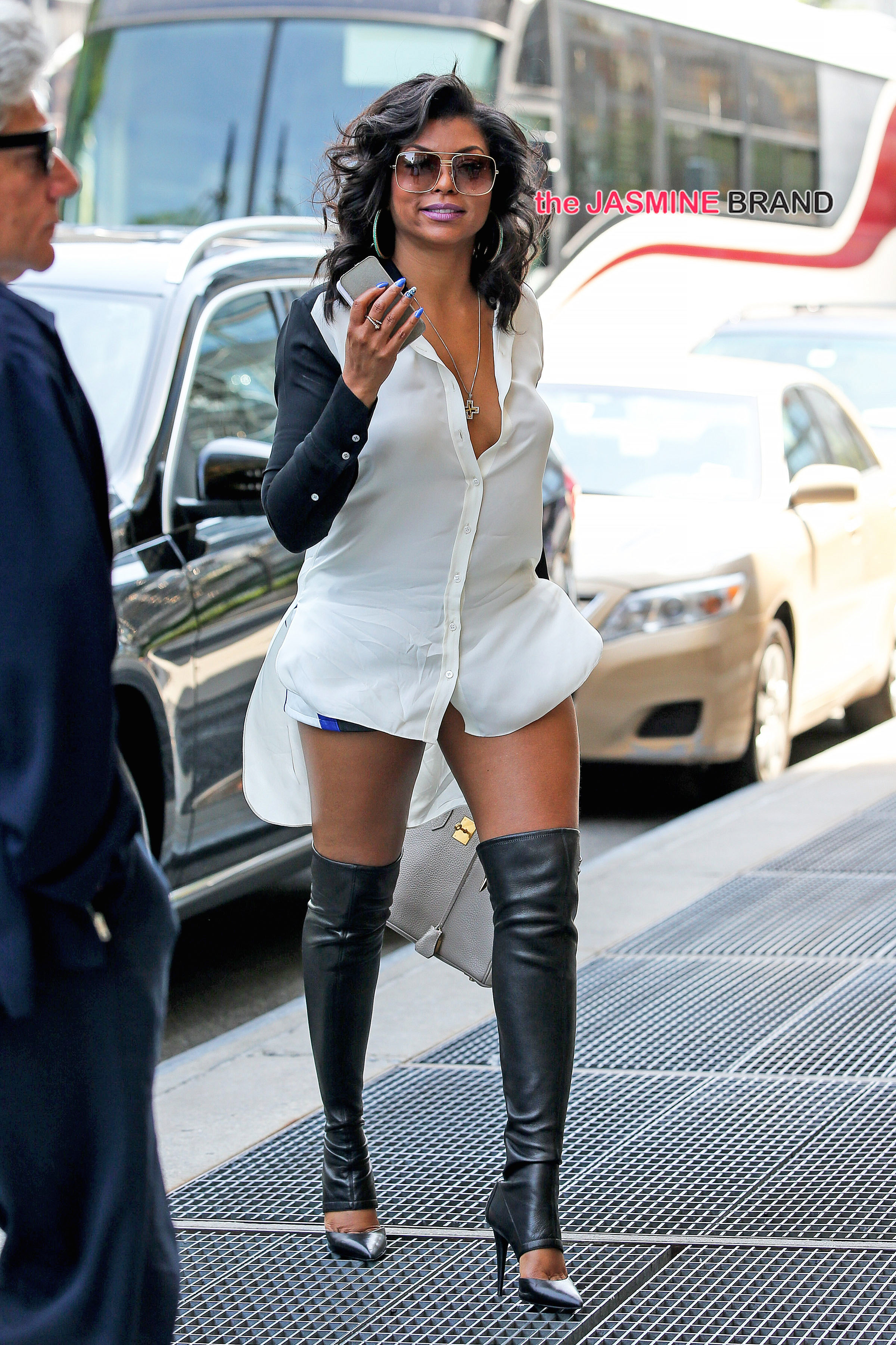 Taraji P. Henson spotted been surprise by her fans while waiting for her outside her hotel in New York City