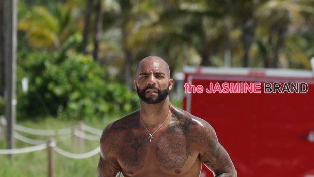 NBA Baller Carlos Boozer Chest Naked On South Beach, Kelly Rowland Baby Shops, EJ Johnson Hits 10ak + More Famous Faces