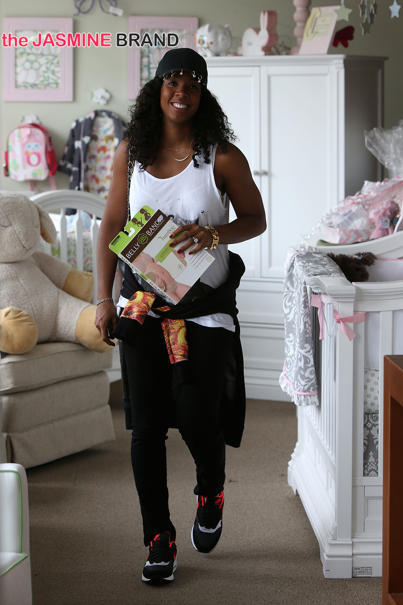 Mom to be, Kelly Rowland spotted buying a Belly Bandit at the Juvenile shop in Sherman Oaks