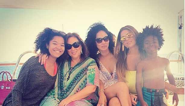 [Yacht Life] Kimora Lee Simmons, Lorraine Schwartz & Magic Johnson Travel to St. Tropez