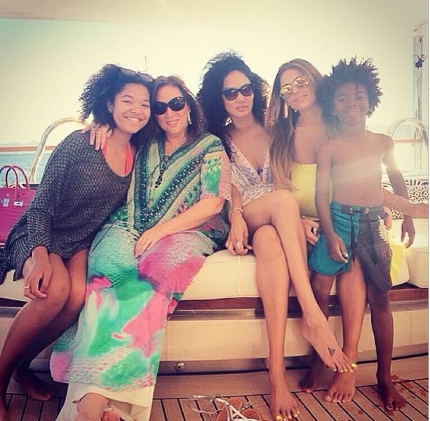 [Yacht Life] Kimora Lee Simmons, Lorraine Schwartz & Magic Johnson Travel to St. Tropez