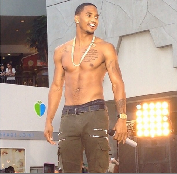 [VIDEO] Trey Songz Performs Free Outdoor Concert in LA