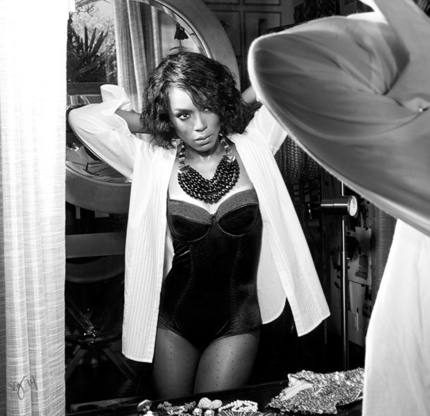 [Stop & Stare] Angela Bassett Shares Wisdom & Skin Simultaneously For 'Violet Grey'