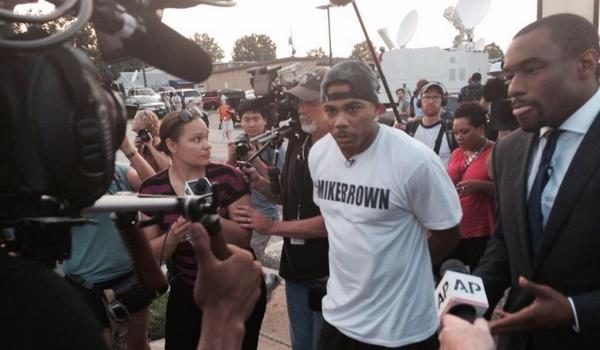 Rapper Nelly Attempts to Calm Ferguson Protestors