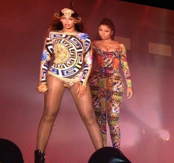nicki minaj performs flawless with beyonce-on the run paris-the jasmine brand