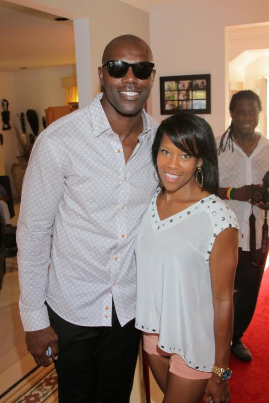 terrell owens-regina king-Robi Reed's 12th Annual Sunshine Beyond Summer Celebration-the jasmine brand