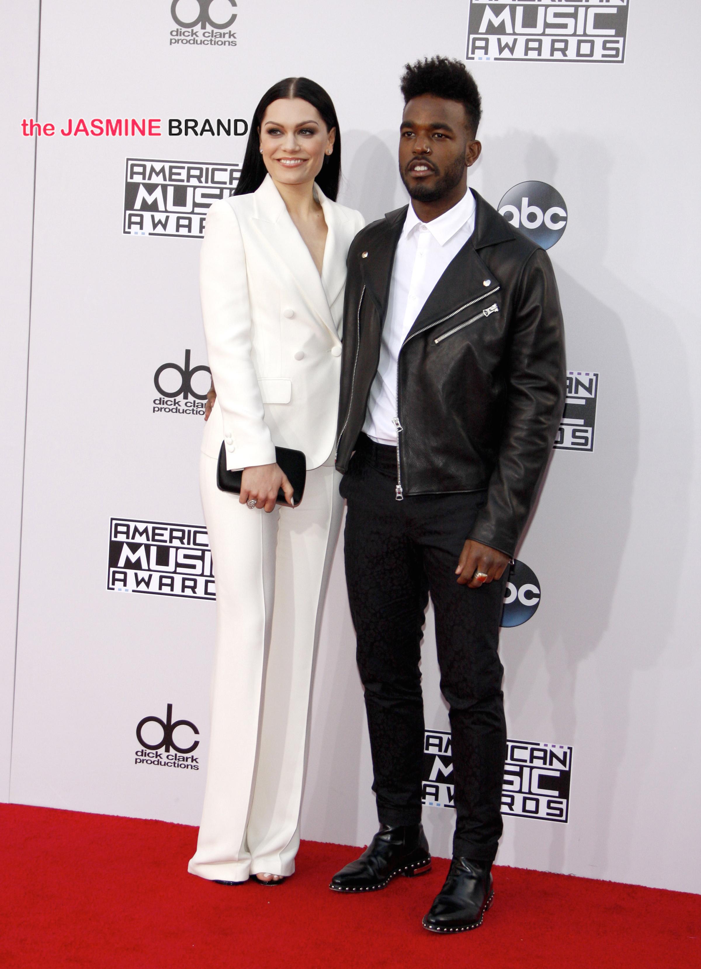 2014 American Music Awards - Red Carpet