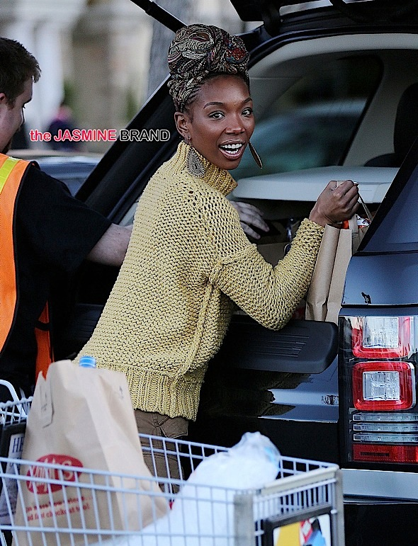***NO DAILY MAIL SALES*** Brandy Norwood goes grocery shopping at Ralphs in Calabasas