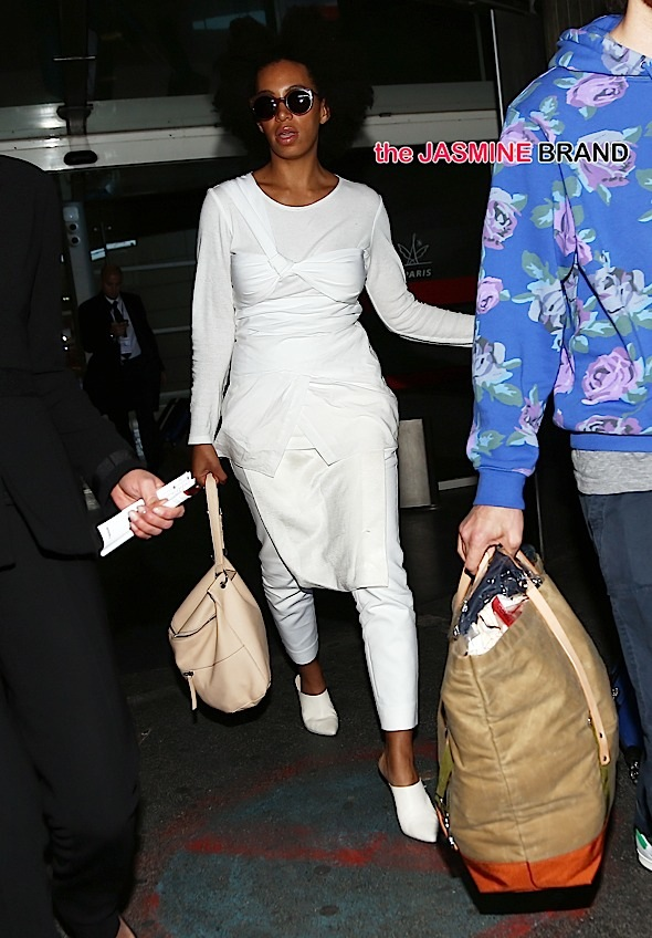 Solange Knowles arrives at Charles de Gaulle airport