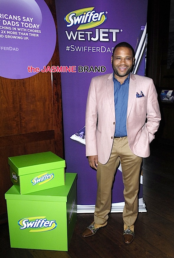"Anthony Anderson Unveils the ""#SwifferDad"" Video on April 14, 2015"