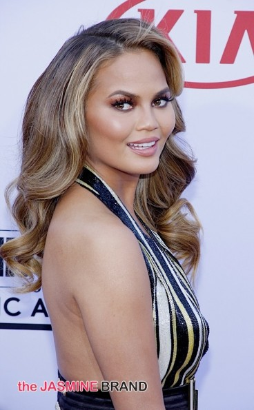Chrissy Teigen Calls Out Racist Paparazzi