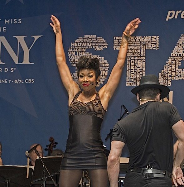 Brandy Norwood Performs At 'Stars In the Alley' Concert [Photos]