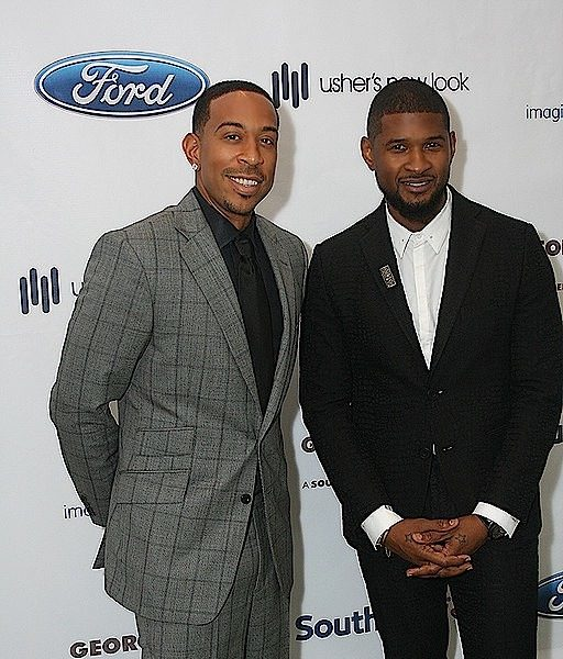 Usher's New Look Celebrates Sweet 16 Anniversary [Photos]