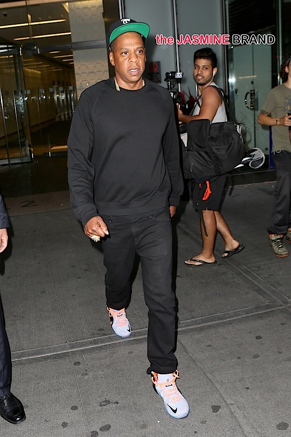 INF - Jay-Z Leaving His Office