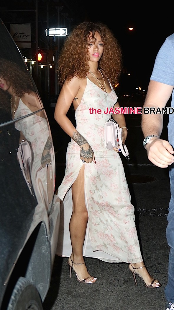 Rihanna stops for dinner at the Mercer Kitchen this evening before heading out to 1Oak Nightclub