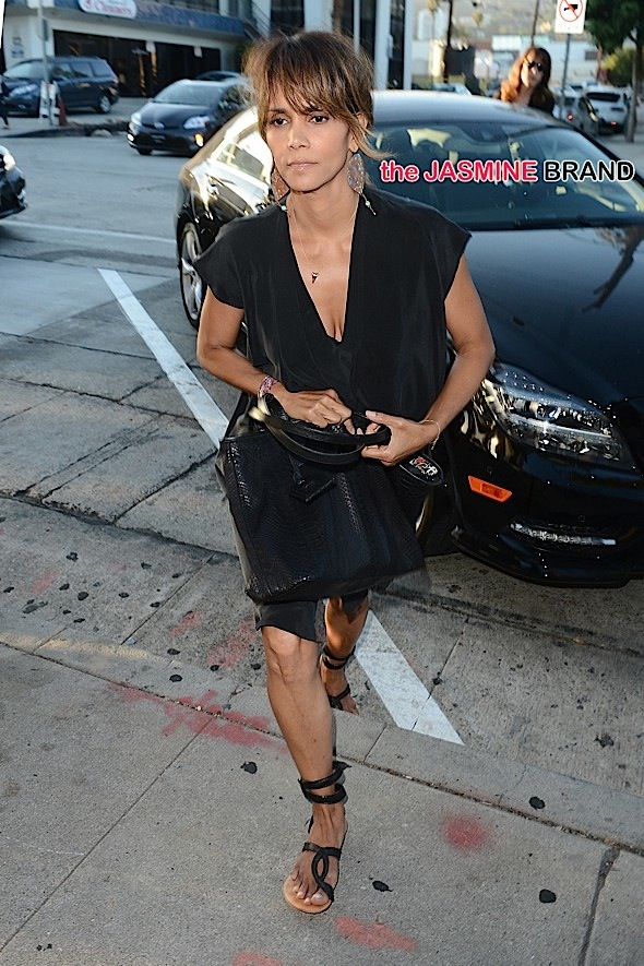 Halle Berry Has Dinner at Craigs With Her Wedding Ring On