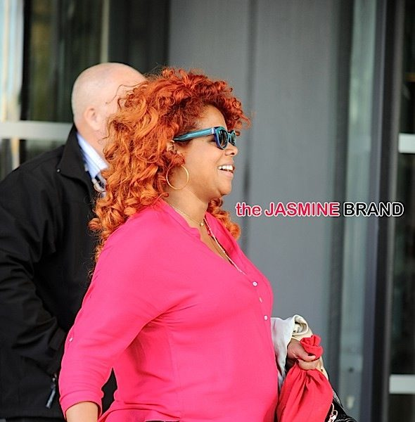A Pregnant Kelis Steps Out in Manchester, Khloe Kardashian Spotted in NYC + Beverly Johnson, Terrell Owens, Omarosa Manigault, Nazanin Mandi [Photos]