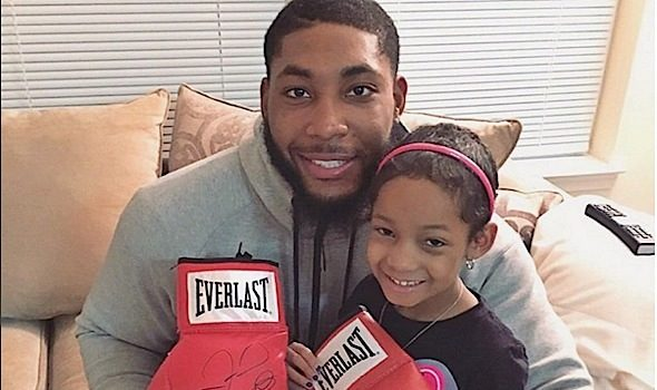 Floyd Mayweather Gives Leah Still A Sweet Gift [Photo]