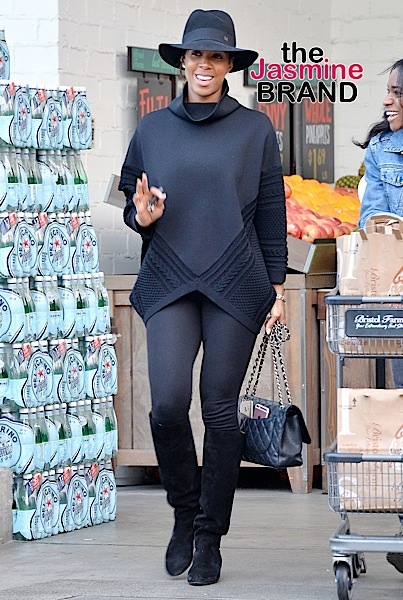 Kelly Rowland grocery shopping at Bristol Farms in Beverly Hills***NO DAILY MAIL SALES***