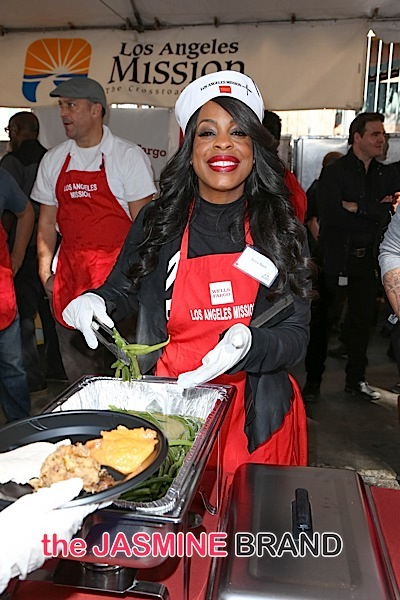 Chris Brown, Niecy Nash, T.I., Jeezy, Karrueche Tran Give Back for Thanksgiving [Photos]