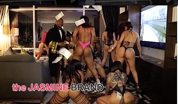 Floyd Mayweather Spends His Money On Strippers [VIDEO]