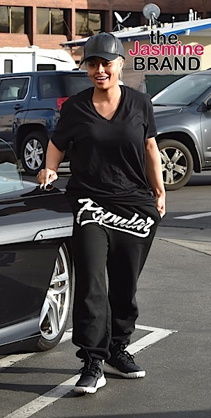 Blac Chyna Goes To A Nail Salon For A Manicure in Tarzana Pictured: Blac Chyna Ref: SPL1217095 280116 Picture by: Photographer Group / Splash News Splash News and Pictures Los Angeles: 310-821-2666 New York: 212-619-2666 London: 870-934-2666 photodesk@splashnews.com