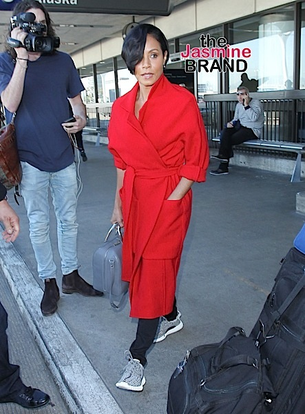 01/28/2016 - Jada Pinkett Smith - Jada Pinkett Smith Sighted at LAX Airport on January 28, 2016 - Los Angeles International Airport - Los Angeles, CA, USA - Keywords: Vertical, Photography, Arts Culture and Entertainment, Person, People, Celebrity Sighting, Celebrities, Topix, Bestof, California, Woman, Travel Orientation: Portrait Face Count: 1 - False - Photo Credit: STPR / PRPhotos.com - Contact (1-866-551-7827) - Portrait Face Count: 1