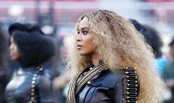 Watch: Beyonce's Superbowl Performance Steals Halftime Show [VIDEO]