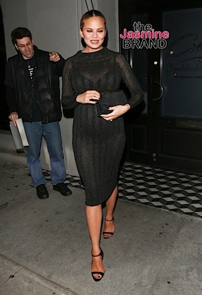 02/04/2016 - Chrissy Teigen - Celebrity Sightings in Los Angeles on February 4, 2016 - Street - Los Angeles, CA, USA - Keywords: Black Black Dress, Vertical, Full Length Shot, Pregnant, Baby Bump, Smiling, Striped Dress, Pulled Back Long Wavy Brown Hair, Braided, Ponytail, Woman, Photography, Arts Culture and Entertainment, Candid on the Street, Celebrities, Person, People, California Orientation: Portrait Face Count: 1 - False - Photo Credit: jmx / PRPhotos.com - Contact (1-866-551-7827) - Portrait Face Count: 1