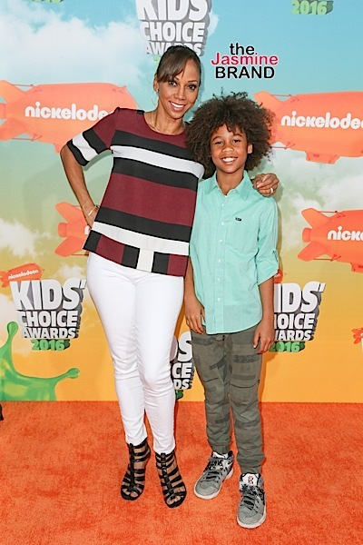 03/12/2016 - Holly Robinson Peete and Roman Robinson Peete - Nickelodeon's 2016 Kids' Choice Awards - Arrivals - The Forum - Inglewood, CA, USA - Keywords: Vertical, Arrival, Attending, People Person, Award, Television Show, Film, Portrait, Photography, Film Industry, Fashion, Arts Culture and Entertainment, Celebrity, Celebrities, Nickelodeon Kids' Choice Awards, Topix, Bestof, 29th Annual Nickelodeon Kids' Choice Awards, California Orientation: Portrait Face Count: 1 - False - Photo Credit: PRPhotos.com - Contact (1-866-551-7827) - Portrait Face Count: 1