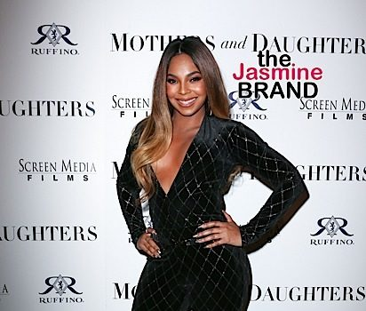Ashanti Continues Singing After Music Malfunctions